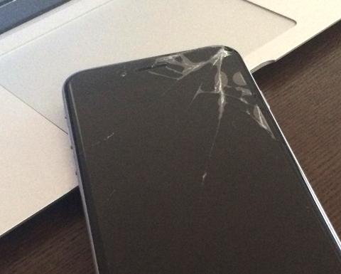 iPhoneの画面が割れた!エクスプレス交換サービスで新品交換までの流れ